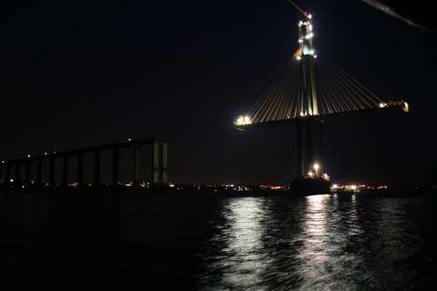 A suspension bridge under construction in Manaus.